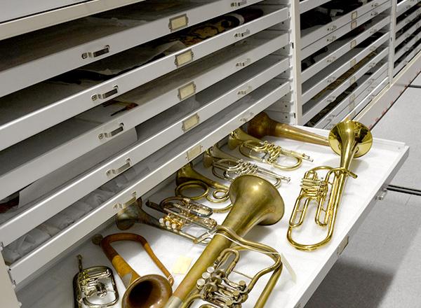 museum sliding shelve storage