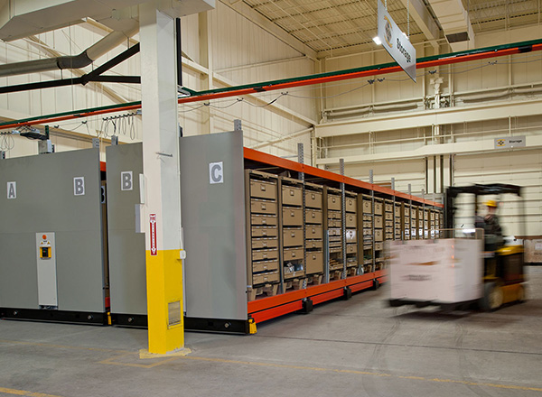 secure-moveable-shelves-forklift-access